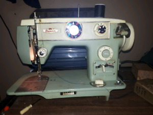 Machine a coudre  AUBAINE  $ 38