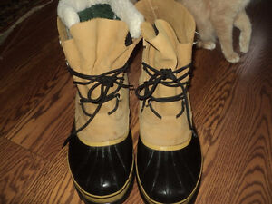 SIZE 16 SORELS WINTER BOOTS - LIKE NEW