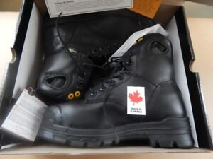 Brand NEW, SAFETY Shoes size 6