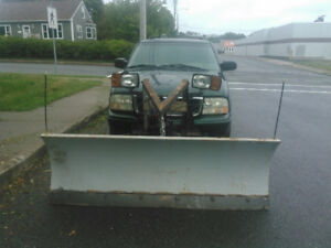 2002 GMC Jimmy plow truck no emails. SOLD