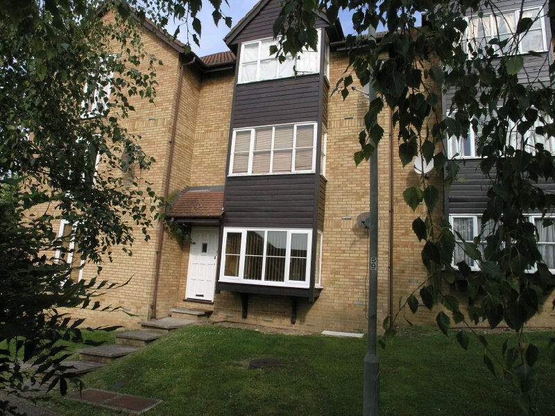 LARGE STUDIO TO RENT IN WEST HENDON