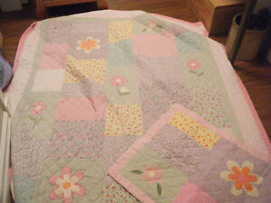 Girls twin-size quilt with pillow sham