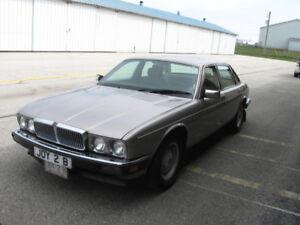 CLASSIC 1987 1/2 Jaguar XJ6 Sedan