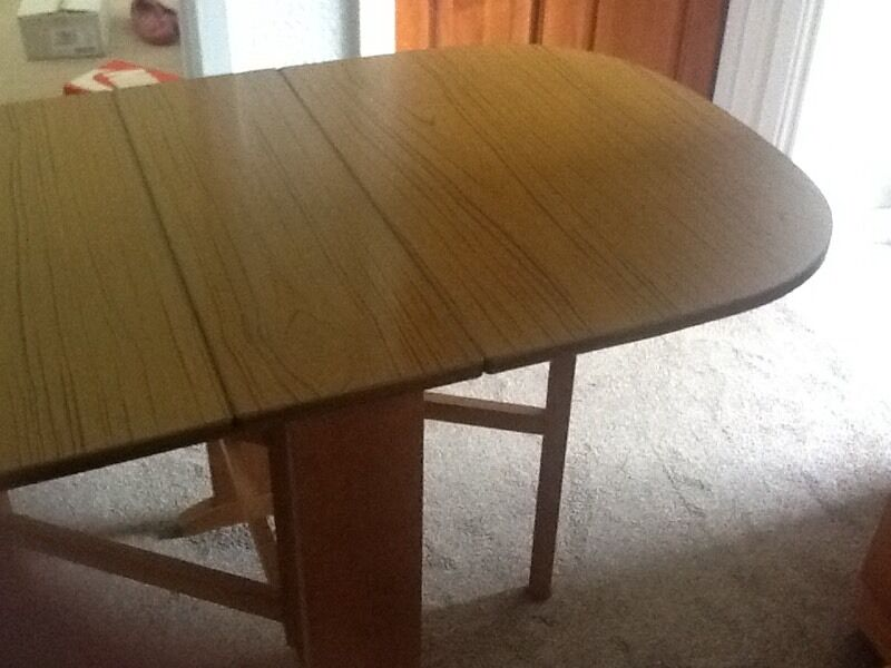 Drop leaf tablein Trafford, ManchesterGumtree - Drop leaf table in excellent used condition. Teak colour veneer. Pick up Sale M33