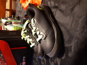 Boys size 3 curling rink shoes with gripper
