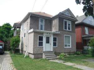 5-bdrm house in Welland