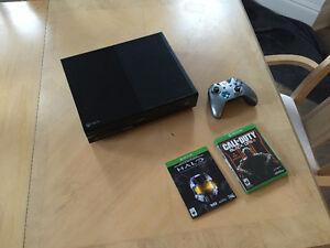 XBOX ONE - With Controller and 2 Games