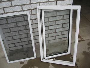 32 x 20 VINYL WINDOW  with SCREEN  GREAT  SHAPE !!!! Windsor Region Ontario image 3