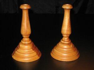 2 chandeliers en bois