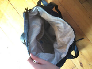 Nearly new lululemon bag Kingston Kingston Area image 2