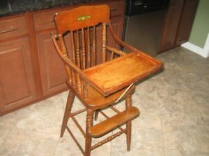 ANTIQUE BEAUTIFULLY WELL KEPT BABY HIGH CHAIR