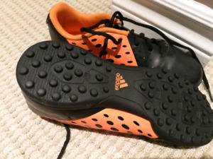 Size 3.5 Adidas indoor soccer shoes