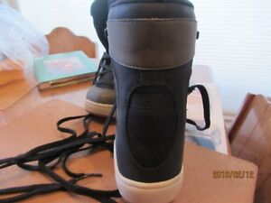 Snowboard Boots - Child's Size 3 US   Immaculate Shape Moose Jaw Regina Area image 6