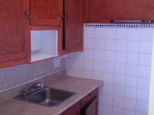 4 ½ appartment - Bld Decarie (Metro Cote St-Catherine  )