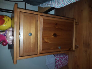 Enssemble bureau et table de chevet pour chambre d'enfant