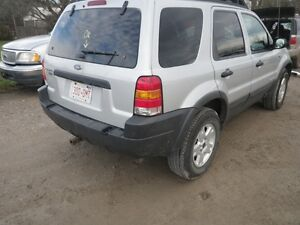PARTING OUT 2002 ESCAPE 4X4 W/90,000 KMS London Ontario image 6