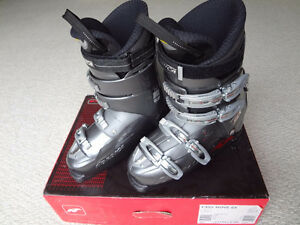 Nordica Easy Move SX Ski Boots, men's size: 27