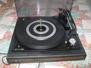 VINTAGE RECORD PLAYER TURNTABLE