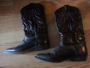 Women's cowboy boots size 5.5  and NEW Ardene Shoes size 7