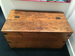 Antique Wooden Quebec Chest / Antique Coffre en Bois du Québec