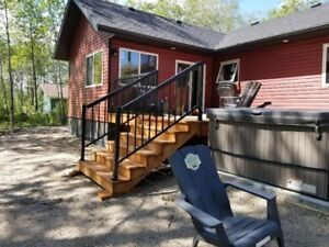 LEERIVER LUXURY COTTAGE  FOR RENT ** SAUNA**, **HOT TUB**