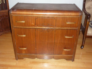 Antique dresser chest of drawers