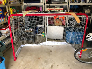 Hockey Net - Like New!  With Sticks Balls and Puck!