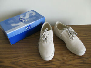 Keds nubuck leather walking shoes, size 7.5-8M. London Ontario image 1