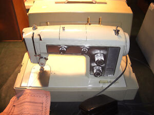 Kenmore 158.18023 HD Sewing machine, with Carrying Case