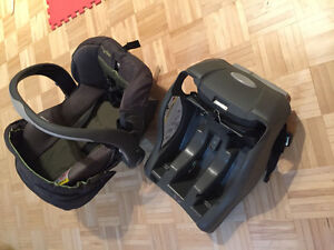 Infant Car Seat with click in base West Island Greater Montréal image 2