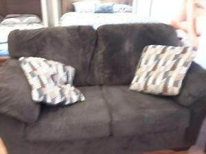 *** USED *** ASHLEY ALURIA CHOCOLATE SOFA/LOVE   S/N:51201337   #STORE504