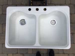 Kohler Hartland 33-in x 22-in White 2-Basin Cast Iron Sink
