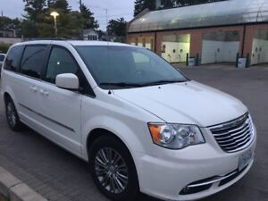 2013 TOWN & COUNTRY  LOADED  LEATHER-NAV-PWR DOORS  SALE