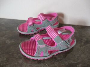 BABY GIRL SANDALS-SIZE 9