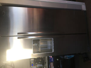Double door stainless steel fridge with water and ice dispensers
