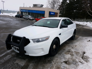 Ford taurus AWD 2014 police interceptor tres propre