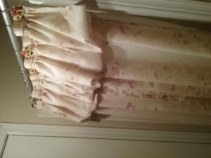 Full shower curtain with matching rings, bathmat, and 2 towels
