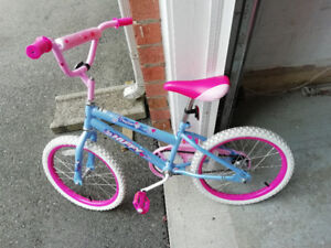 Girl's Bike for age 6-9 with training wheels