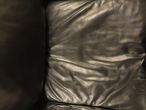 LEATHER SOFA WITH PULL OUT BED pristine condition Oakville / Halton Region Toronto (GTA) image 5
