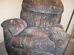 Fauteuil donner meubles dans grand montr al petites for Meuble a donner laval