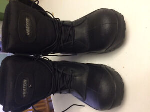 Authentic  warmth and comfort size 10 Baffin winter boot