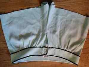 Aritzia shorts - brand new never worn size 8 fits like a 5