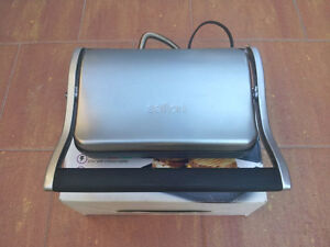 PANINI GRILL - by SALTON  like new!!!
