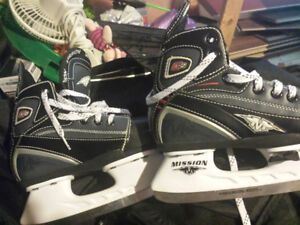 Mission youth skates like new