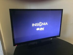 "32"" Insignia LCD TV almost new Roku ready"
