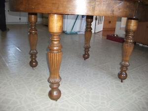 solid oak round antique table Peterborough Peterborough Area image 2