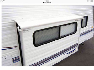 Roulotte slide out cover awning