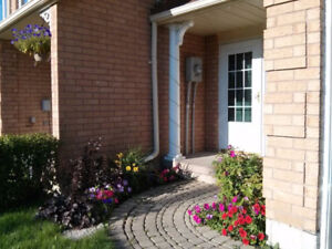 Courtice townhouse home for rent 3 bed 1.5 bath garage yard