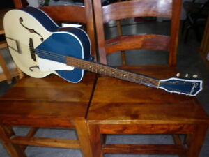 Archtop Silvertone model N-2 Kentucky White blue + étui inclut