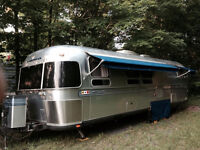 Airstream Classic Limited 30' Rear Queen